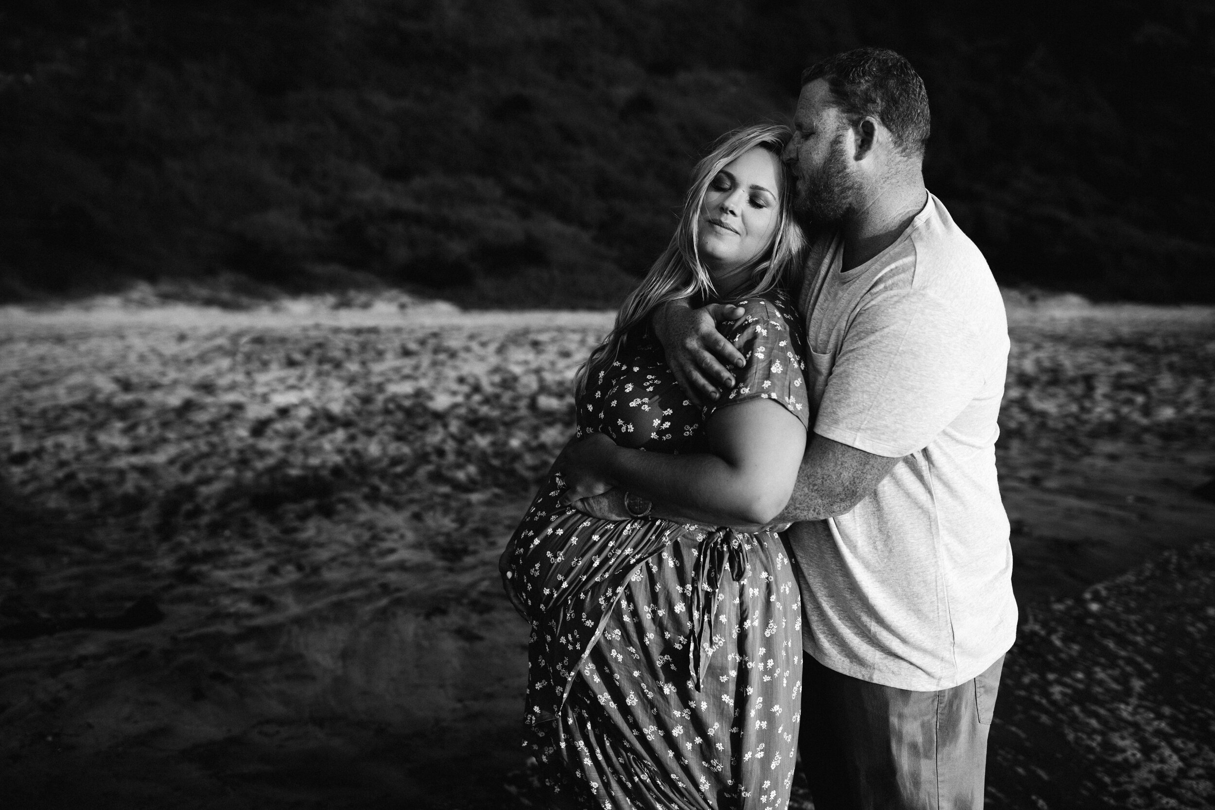 maternity photoshoot on beach - Lindsay Petty Photography