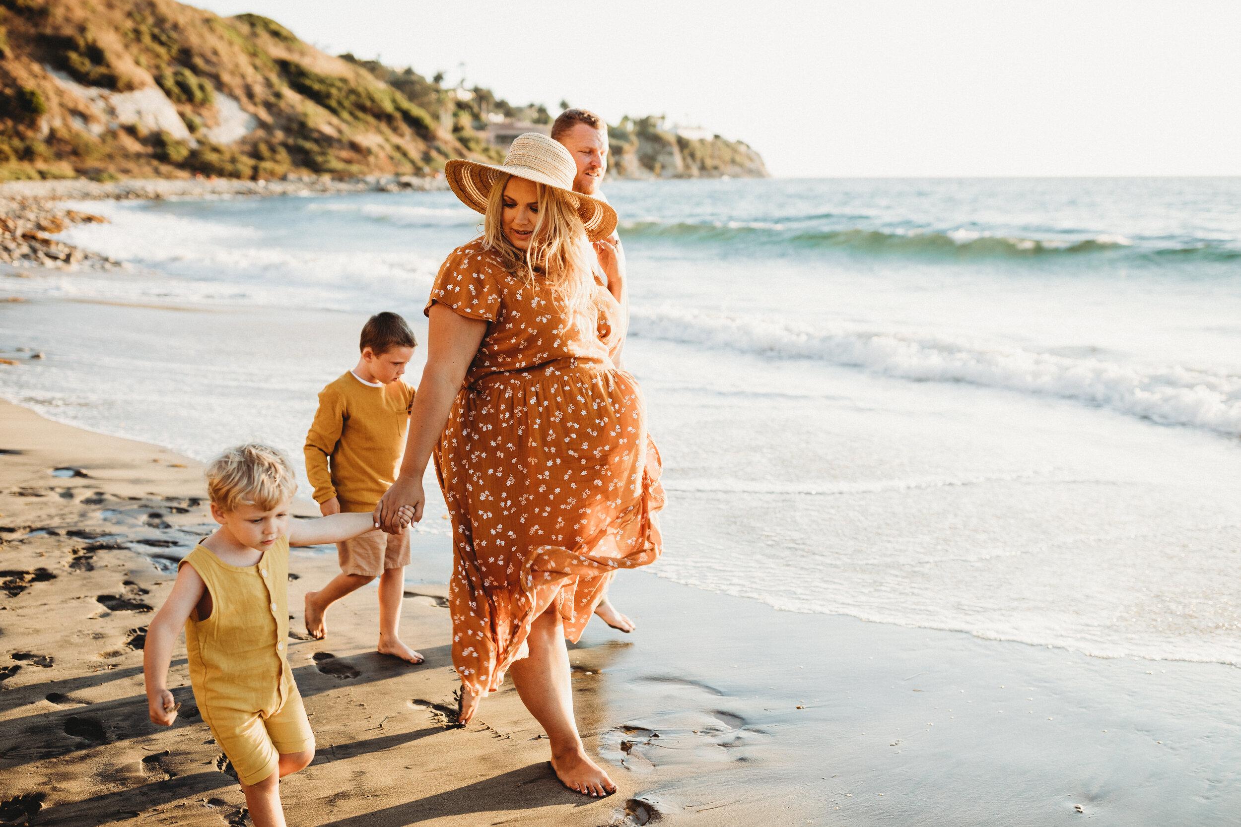 maternity photoshoot on the beach - Lindsay Petty Photography