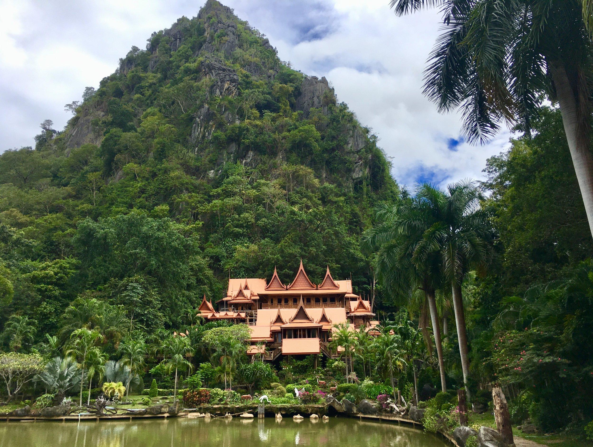 Wat Tham Khao Wong, Ban Rai, Thailand