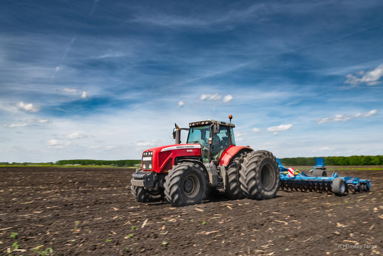 Élmény Tanya_traktor.JPG