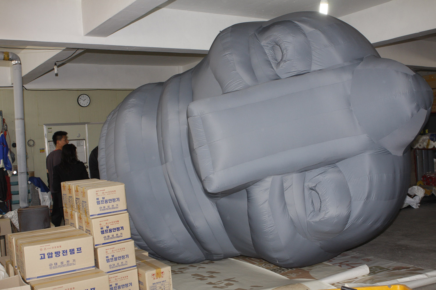 giant-bowl-inflatable-sculpture-00.jpg