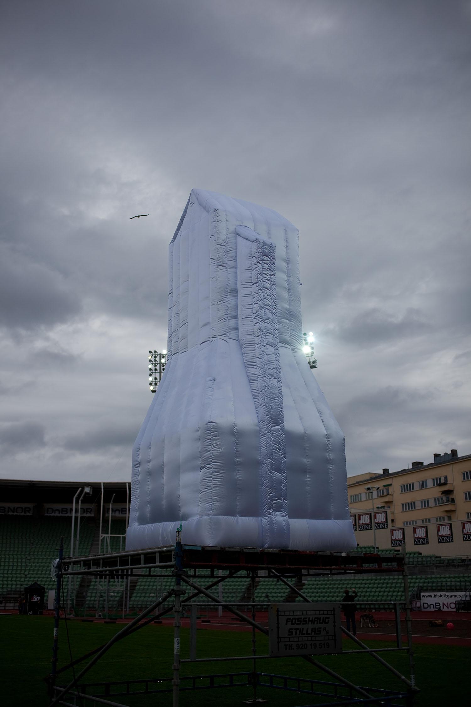 giant-bowl-inflatable-sculpture-strandberg-danielle-53.jpg