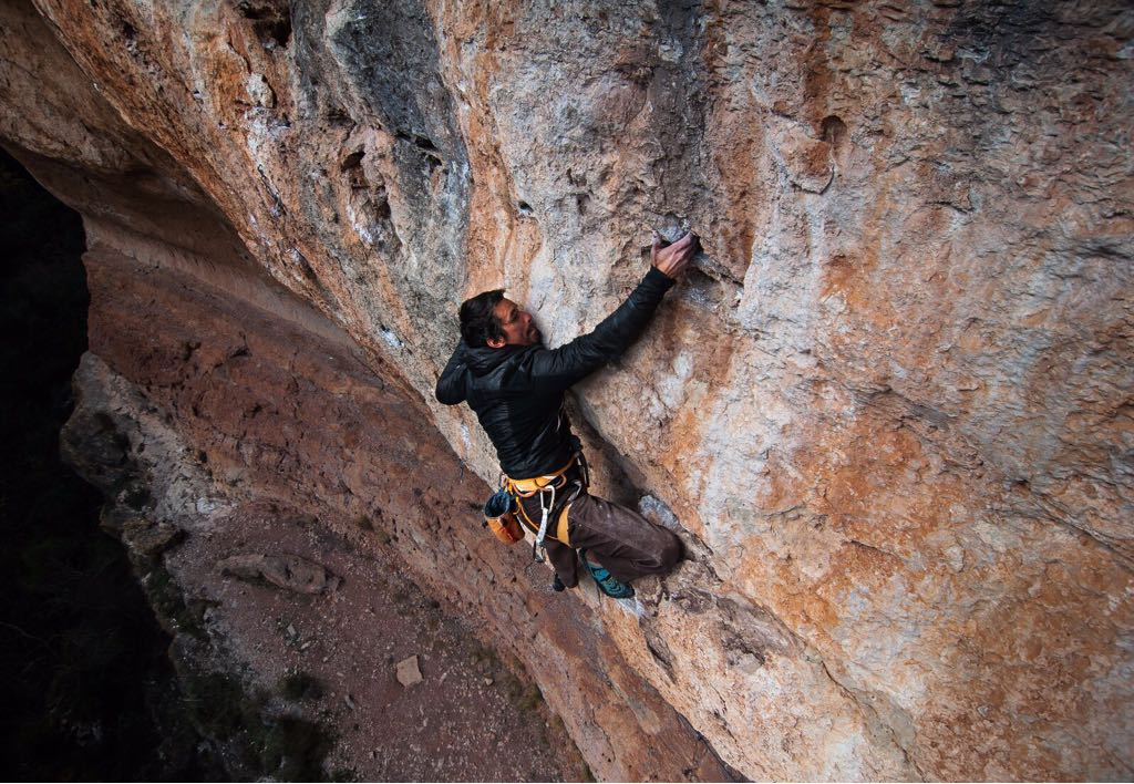 pata_climbing.jpeg
