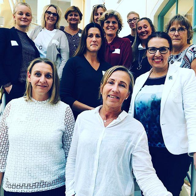 En av nätverksgrupperna med kvinnor som leder i Few Network, kunskapsdelar och reflekterar kring ledarskapets grunder #fewnetwork #kvinnorsomleder #nätverk #ledarskap #kvinnokraft