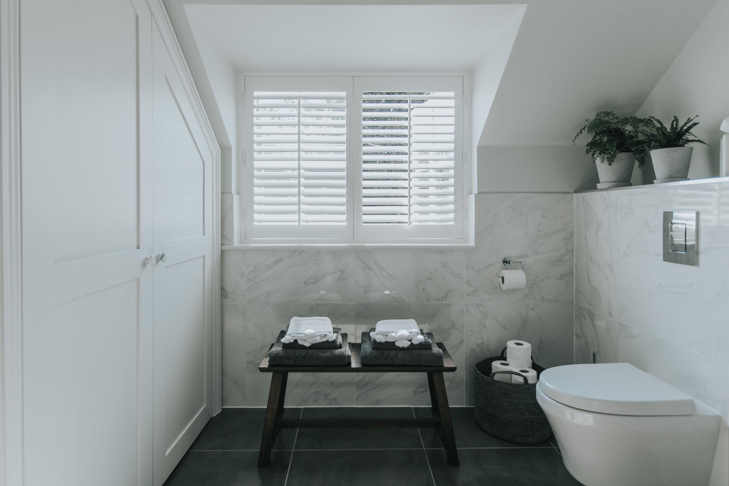 Contemporary Bathroom hlinteriors.co.uk6B2A0593.jpg