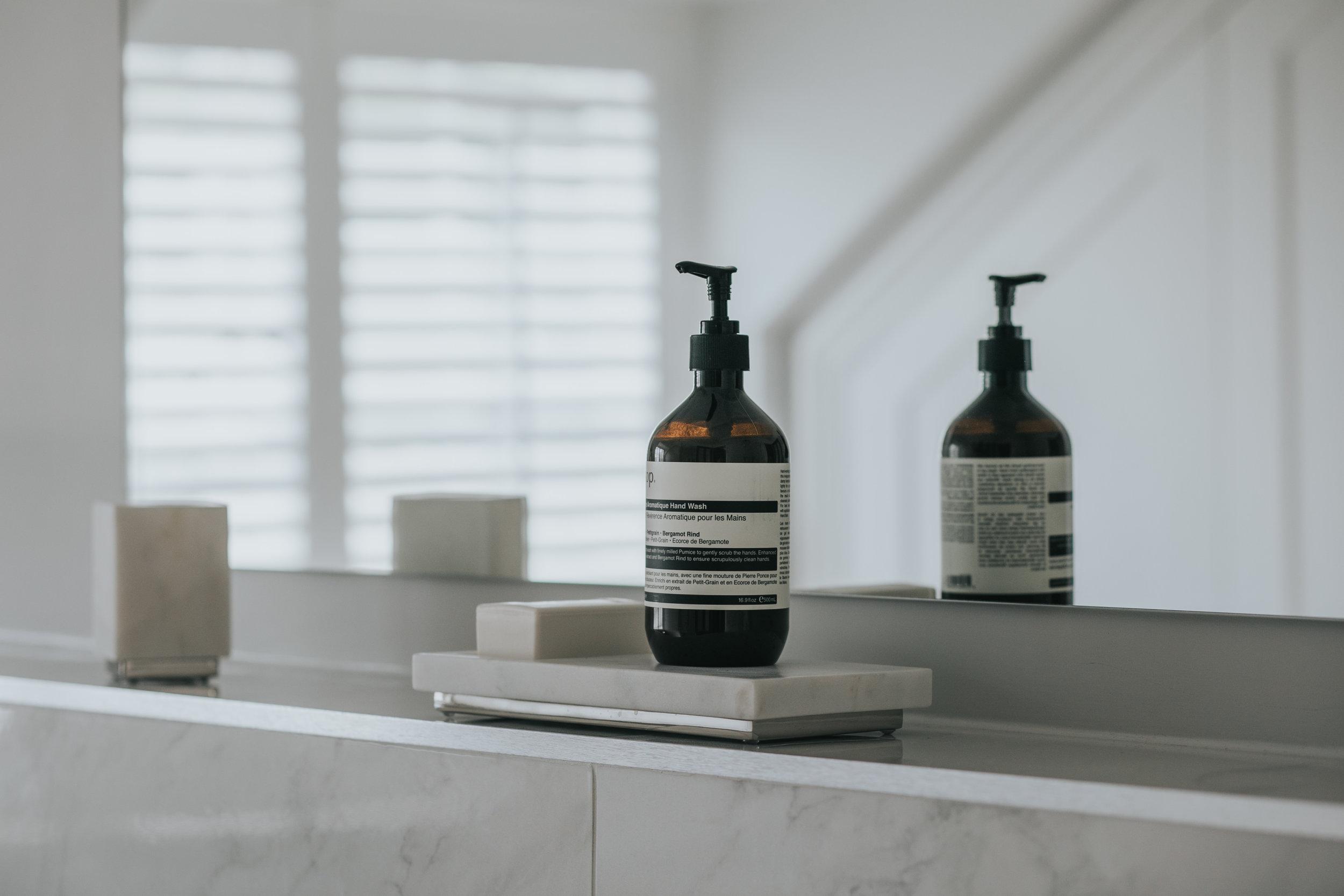 Contemporary Bathroom hlinteriors.co.uk6B2A0613.jpg