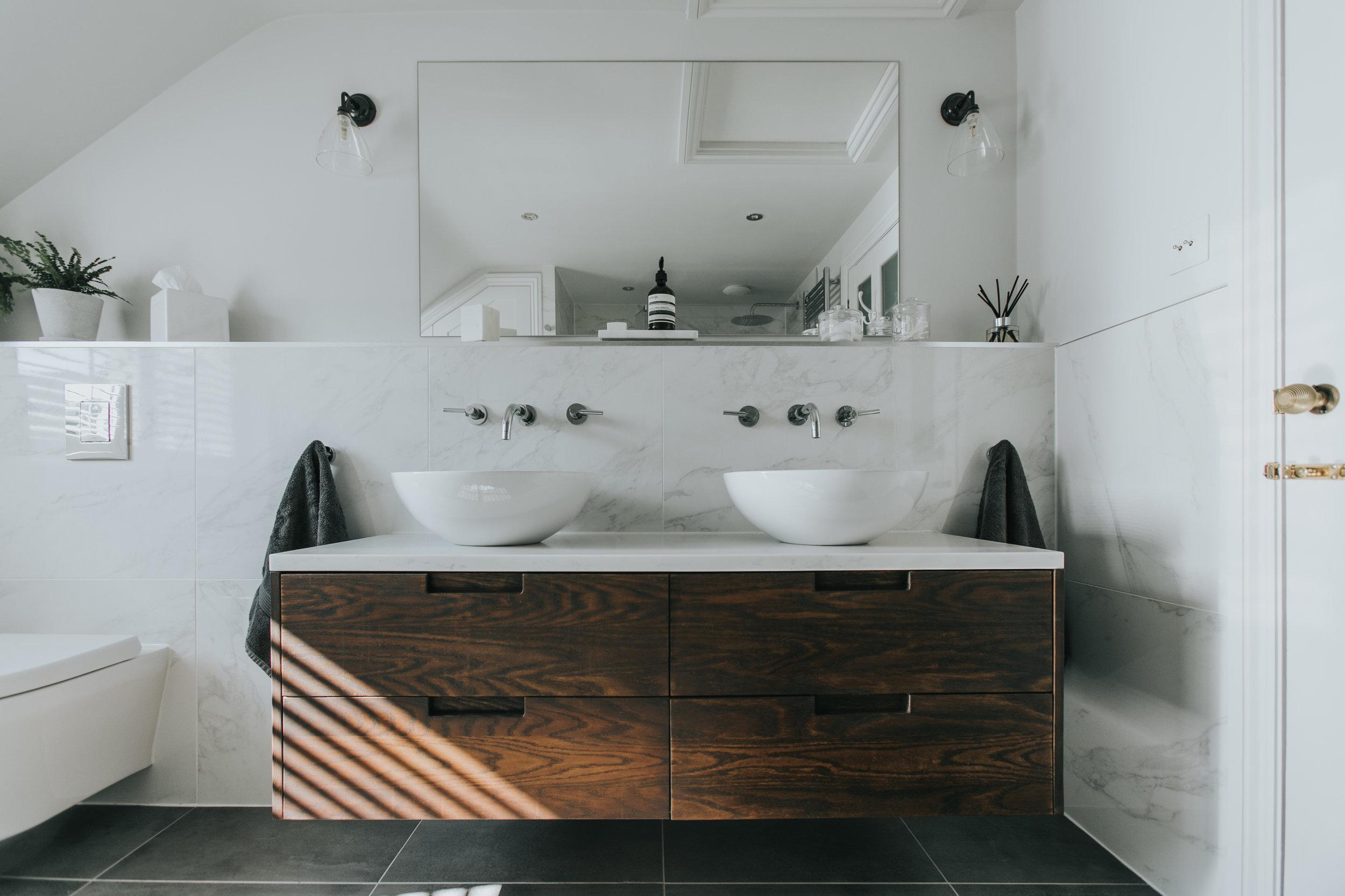 Contemporary Bathroom hlinteriors.co.uk6B2A0501.jpg