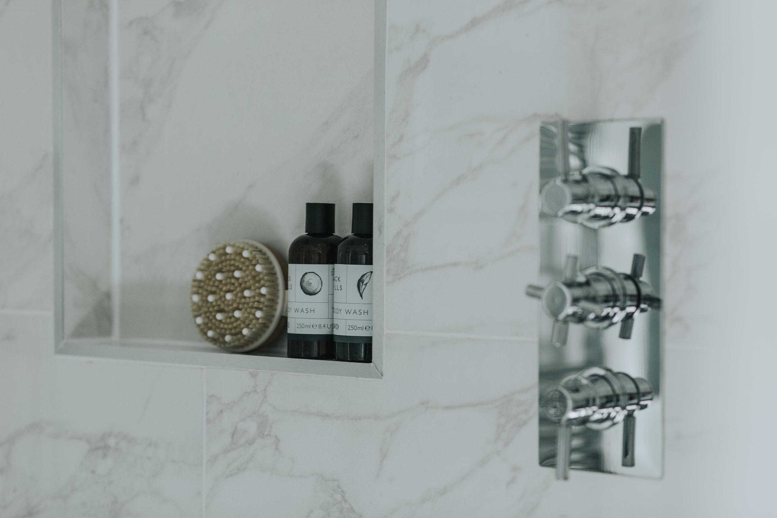 Contemporary Bathroom hlinteriors.co.ukMF5A9364.jpg