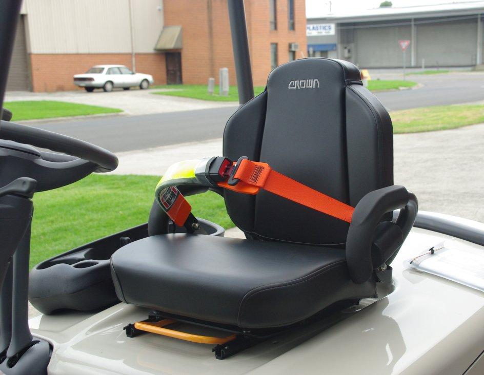 crown_fc_safetbelt_seat_belt_side.jpg