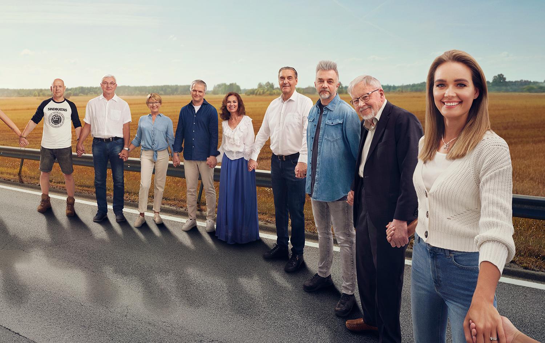 Baltijos kelias: 600 kilometrų vienybės - Iš kalbinamų žinomų žmonių atminties išniro įvairios emocijos, patirtos Baltijos kelyje. Jei kuris ir nestovėjo jame, prisimena, ką veikė tą svarbią dieną prieš 30 metų.