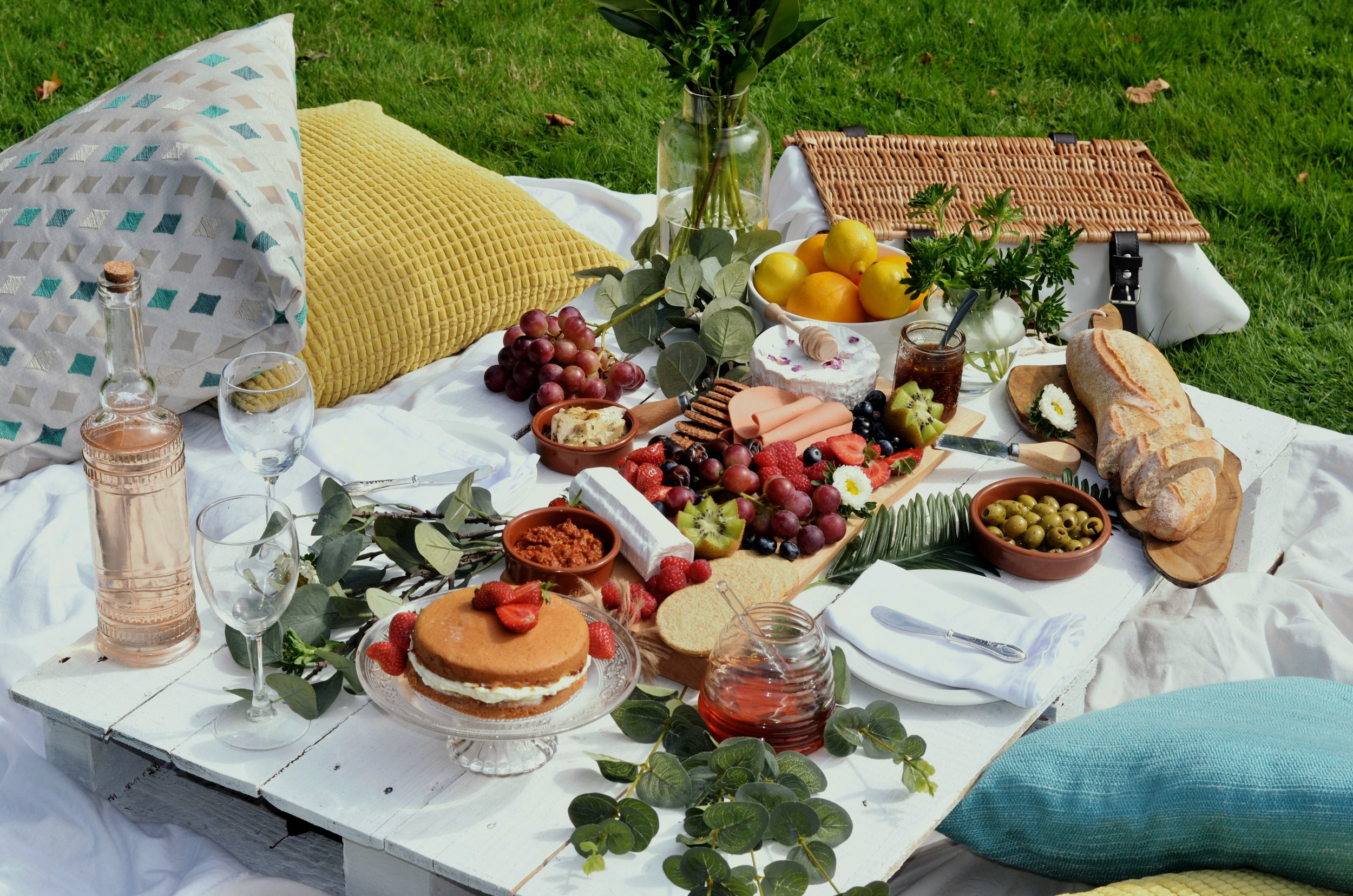 summer picnic set up