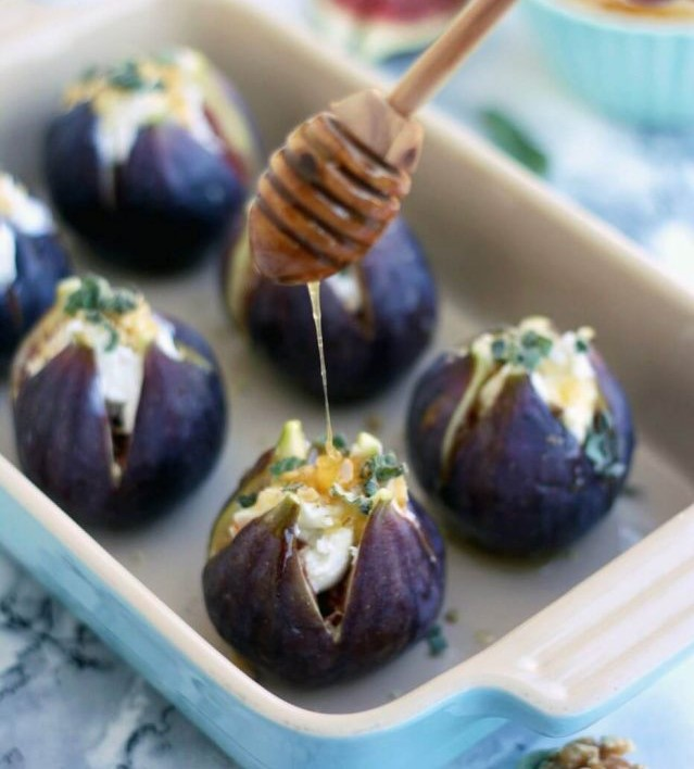 Sticky figs with goats cheese
