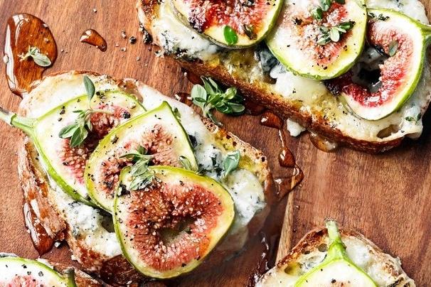 Fig and gorgonzola tartines