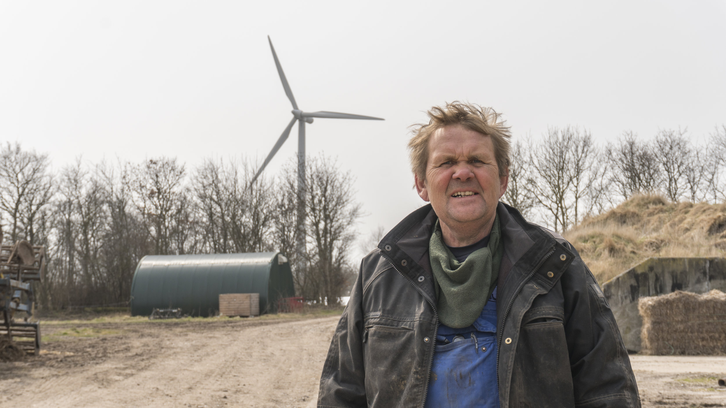 Jørgen Tranberg in front of his windmill. Picture by Amélie Drouet