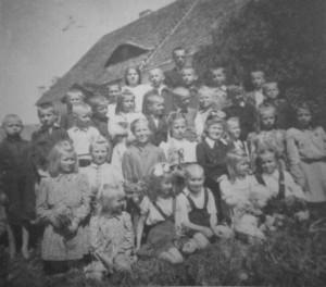 Liukiai elementary school, 1949. From the archive of Teresė Kartavičiūtė-Brazauskienė