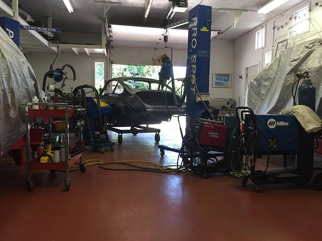 That's my shop, the welders and the 1969 Porsche 911S we brought back from the dead. Two other 911s chilling on Celettes under cover. #porsche #porsche911 #classicporsche #vintageporsche #vintageporsche911 #celette #prospotwelding #prospot #lincolnwelders #millerwelders #porscherestoration #carrestoration #autobodyrepair #autobodyshop #welding