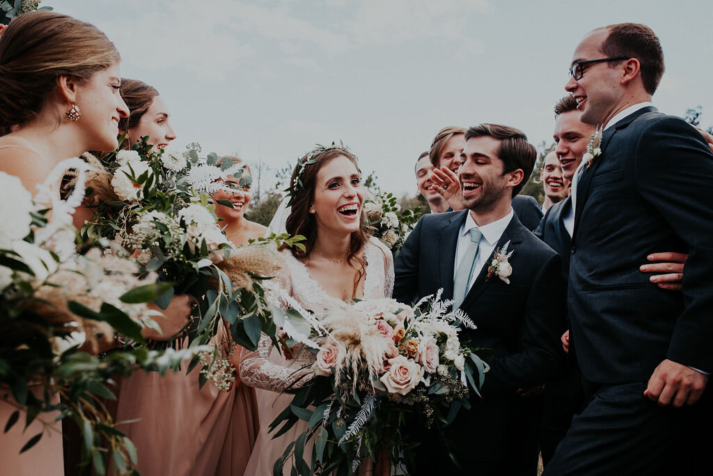 outdoor-fall-wedding-bouquets
