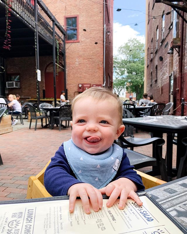 Smiles for days! This little goofball loves a good outdoor patio 🍕🍻 6 months of the best days ever going on many many more! #vermontlove #localflavor @flatbreadbtv