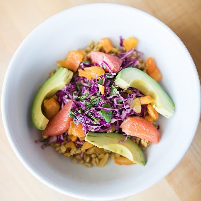 Sage bowl! Grapefruit, avocado, farro, apricots, cabbage, and cilantro tossed in sweet green dressing #yum #goals Check out our #linkinbio for the rest of our menu!