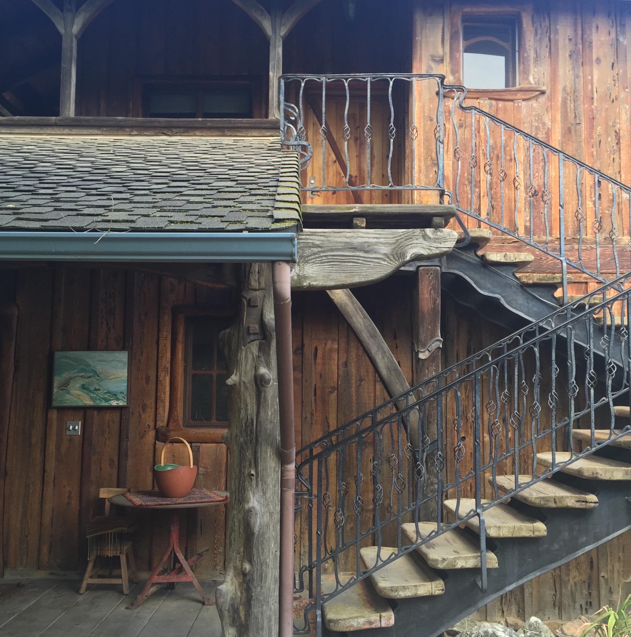 inn.ext.stairs.jpg