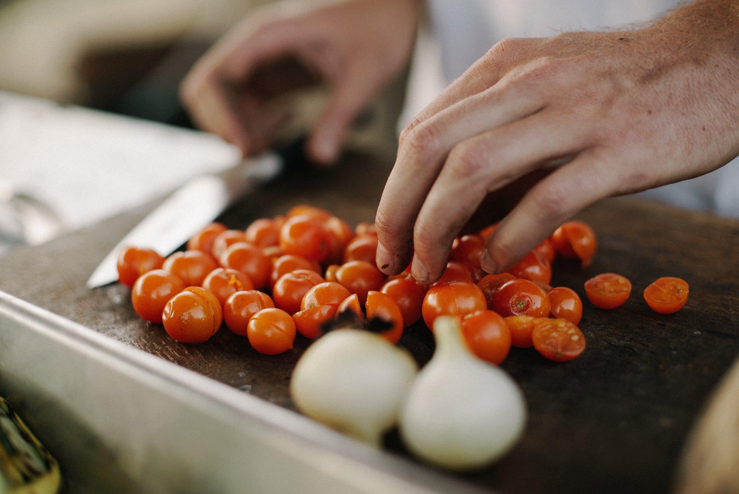 Visiter les marchés locaux et cuisiner - Prenez du poisson frais au pêcheur local et apprenez à préparer des plats traditionnels de Provence tels que la bouillabaisse et la soupe de poisson