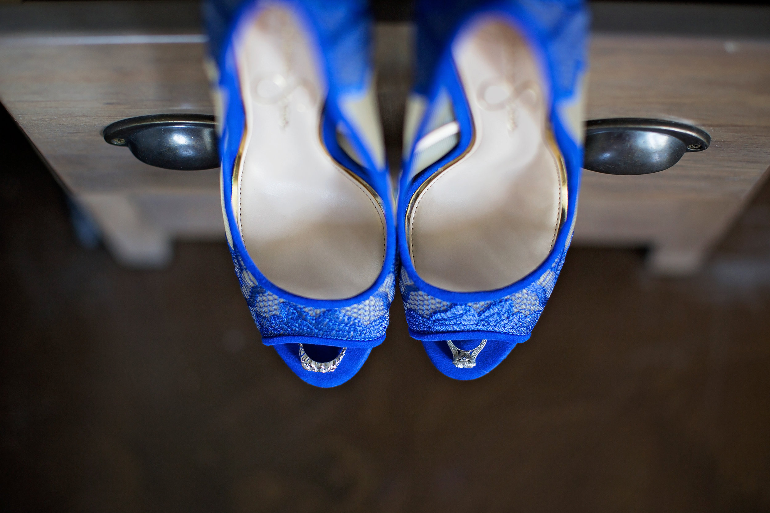 best-luxurious-high-end-wedding-photography-louisville-ky-fancy-boudoir-female-african-american-photographer-royal-blue