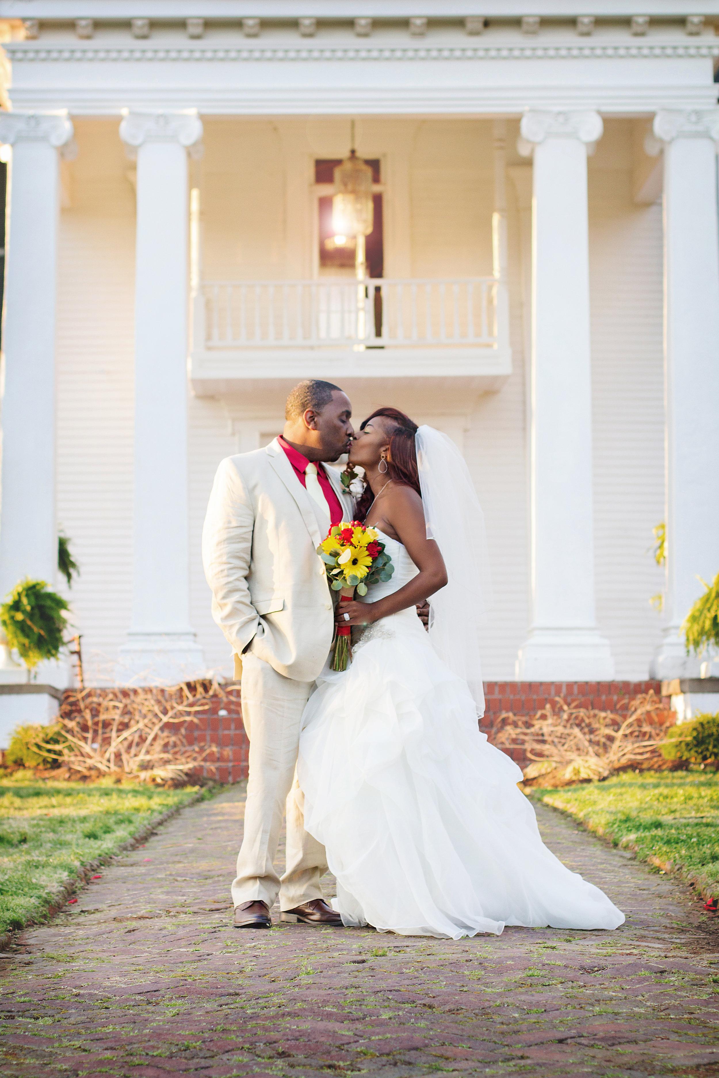 best-luxurious-high-end-wedding-photography-louisville-ky-fancy-boudoir-female-african-american-photographer-twin-oaks