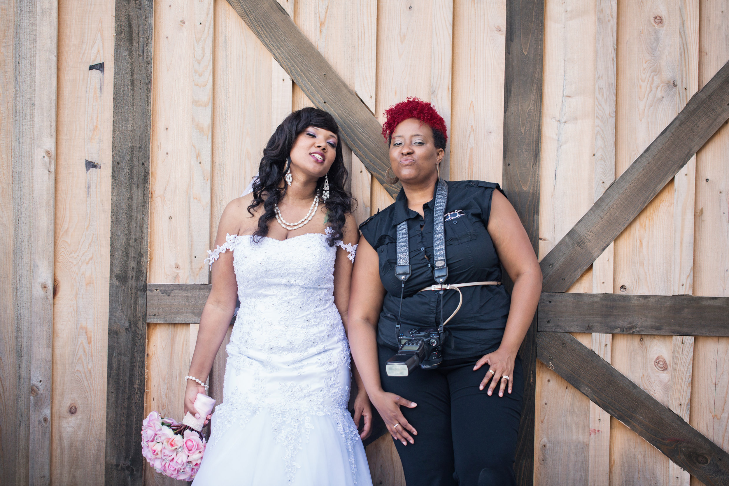 best-luxurious-high-end-wedding-photography-louisville-ky-fancy-boudoir-female-african-american-photographer-barn-at-snider-farms