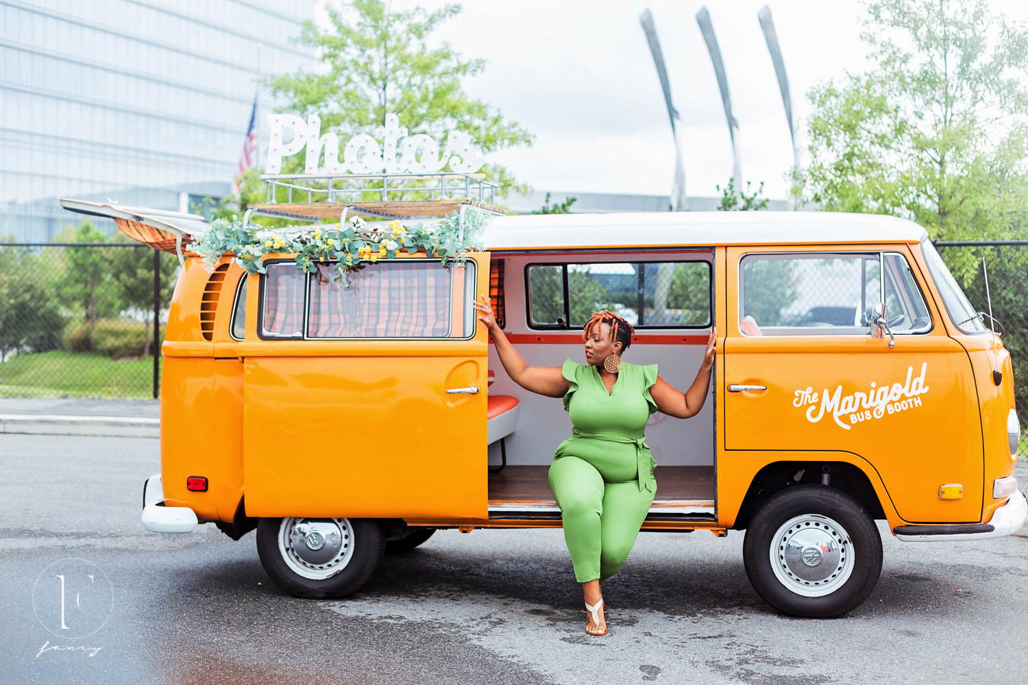 marigold-bus-photobooth-hustle-in-heels-conference-photography-fancy-boudoir-mgm-national-harbor-columbia