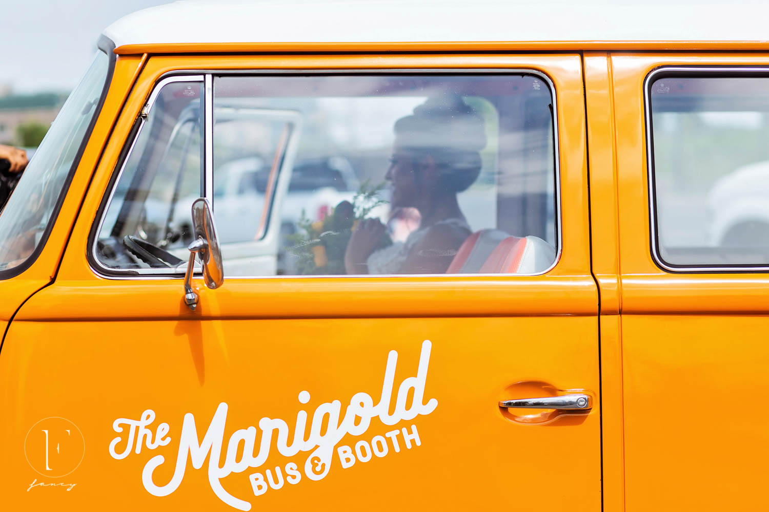 marigold-bus-photobooth-hustle-in-heels-conference-photography-fancy-boudoir-mgm-national-harbor-columbia-trunetta-atwater