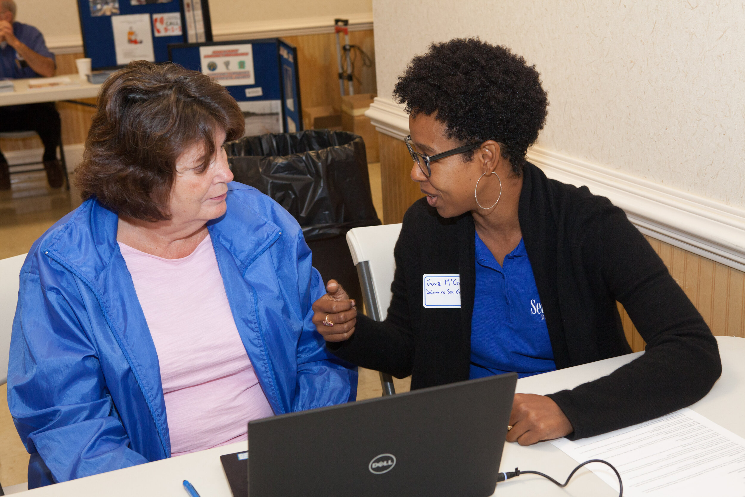 Dr. Jame McCray of Delaware Sea Grant speaks to a resident during the workshop