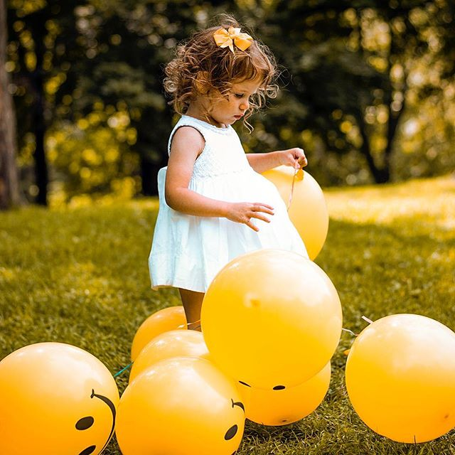 The weekend begins now! Have fun!💥🦄🧚🏻♀️ #balloons #ball #park #trees #friday #weekend Photo by senjuti kundu