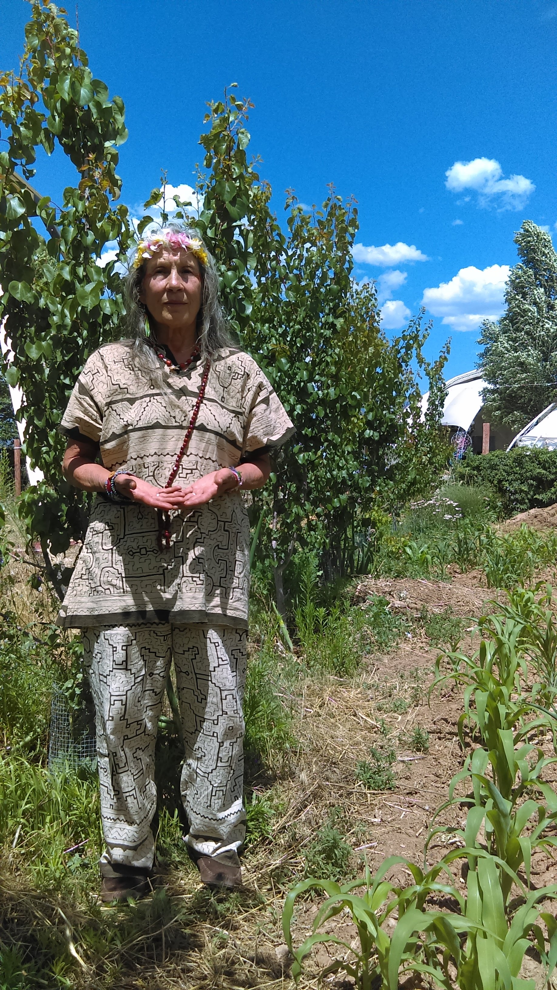 Muna - The SnowMansion Gardens are an experimental, agricultural, culinary, medicinal, spiritual community.This is a Life Skills AcademyGardens raise food and                                                   Gardens raise consciousness