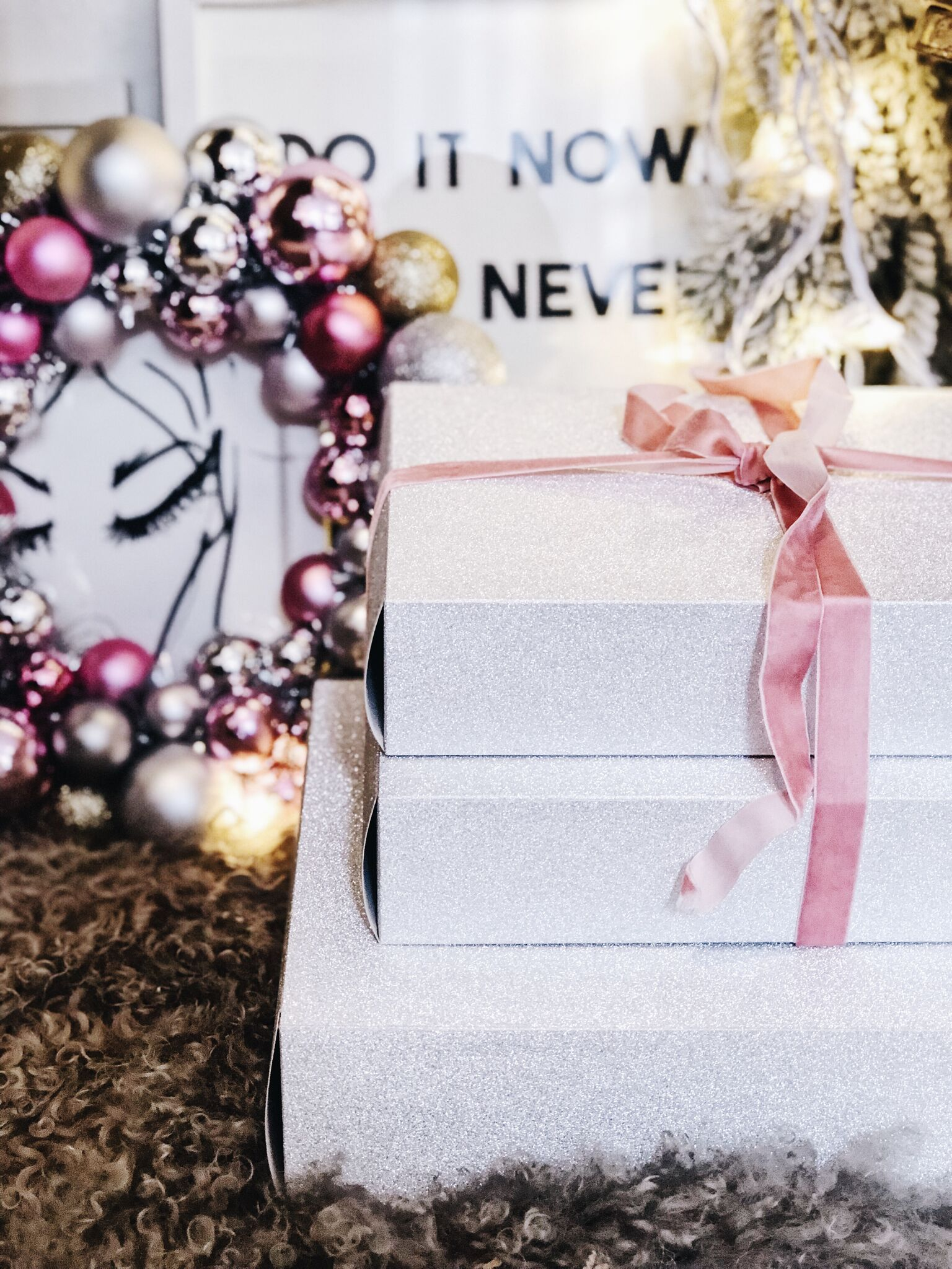THE SUNDAY ISSUE 2K18 HOLIDAY GIFT GUIDE -