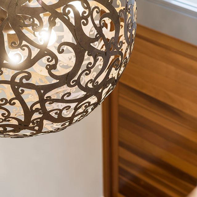 Make an entrance! We love how pendant lighting can really set the tone for your home.  #architecture #building #architexture #perth #buildings #luxuryhome #luxurybuilder #design #balcony #custombuilder #customhomes #designstudio #perthbuilder #architecturelovers #newhome #lines #instagood #beautiful #archilovers #architectureporn #lookingup #style #archidaily #openplan #cambuild #design #entrance