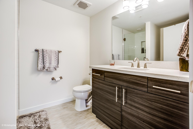 2835 Parkside 301 Denver CO-large-022-012-21 Bathroom 1 of 1-1500x1000-72dpi.jpg