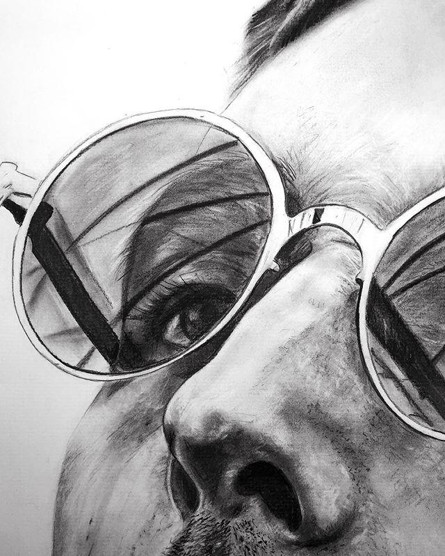 Detail-detail shots 👽 . . . . . . . . . . . . . . #austinartist #atxart #austintxart #austintx #eastaustin #eastaustinstudiotour #hyperrealism #artfido #worldofpencils #academyofart #drawanyway #pencildrawing  #realism #academic_artworks #creativeuprising #worldofpencils #charcoaldrawing
