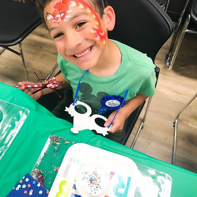 friday eve is almost over which means the weekend is practically here 😱 we are throwing it back to last weekend when we got to celebrate at @themarketat25th with this dragon loving little boy ⭐️✨🎉 what would you get painted on your face?? we'd probably be extra and get our entire head painted like a cupcake #sorrynotsorry #everybodydeservesaparty #inspirejoy #richmondva #rva