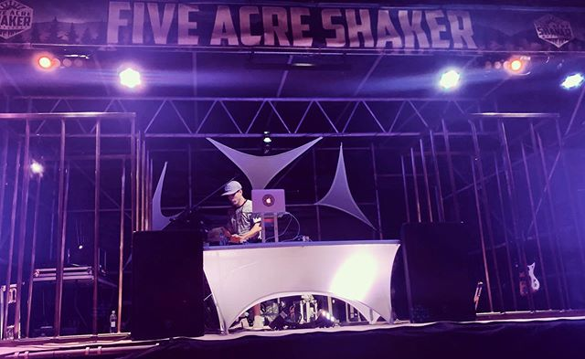 Good times @fiveacreshaker this weekend! 💥 . . . . #fiveacreshaker #portalberni #livesynth #moog #maschine #rapper #producer #dj #westcoastmusic