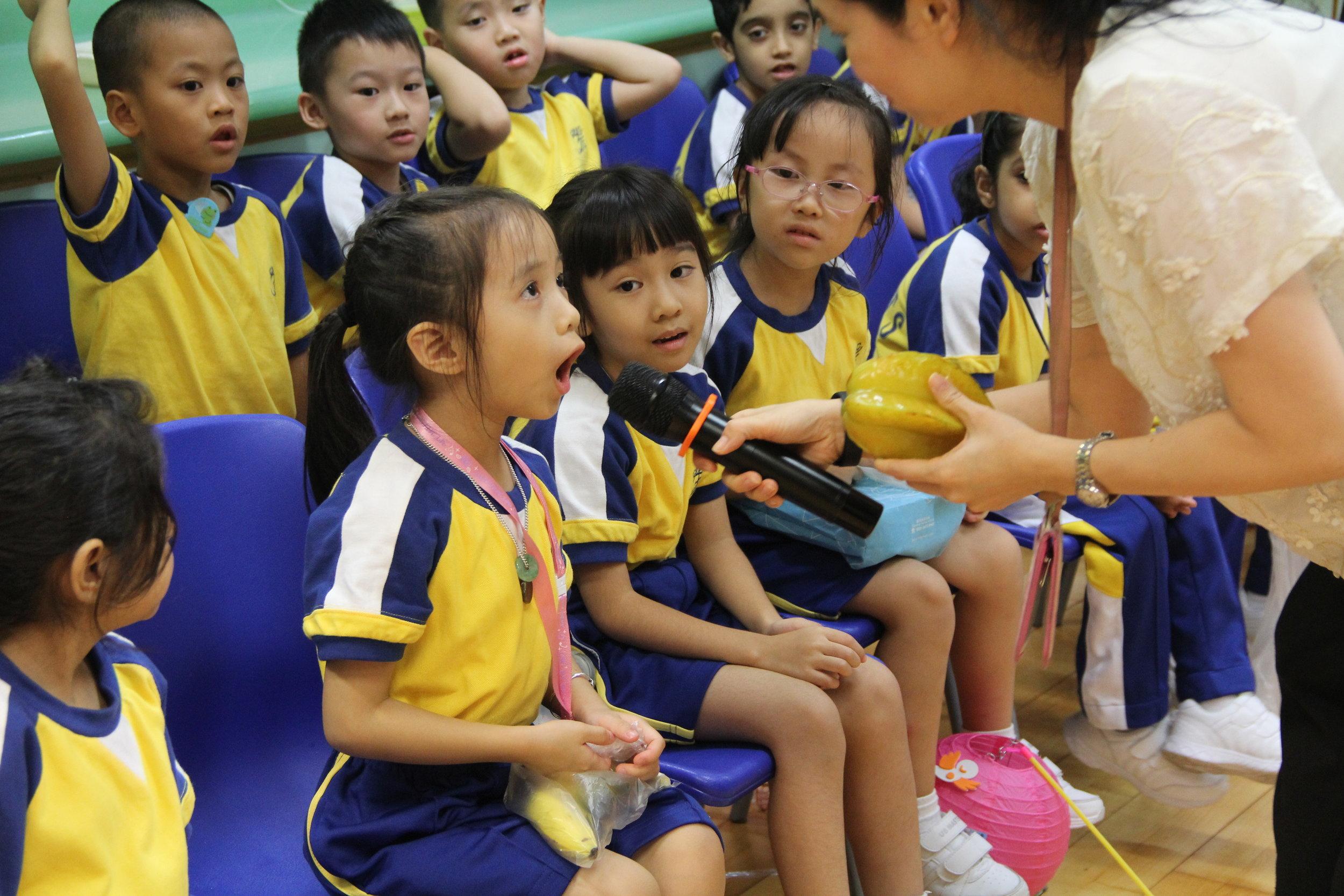 同學踴躍回答節日問題