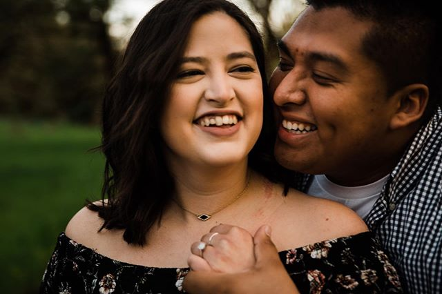 Hppy Friday everyone! Blessing your feed with these adorable lovers. I get the best clients ever ❤️❤️ #eugeneweddingphotographer #eugenebride #portlandbride #portlandweddingphotographer #couplesengagement #pnwweddingphotographer