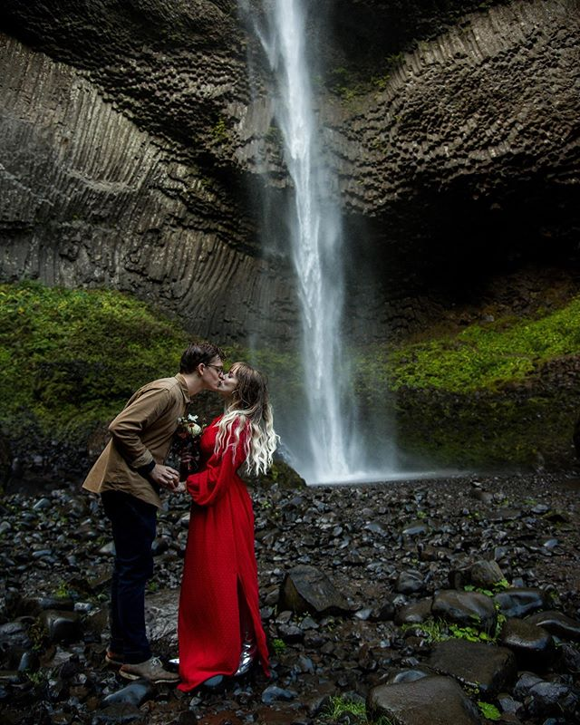 Saturday's are for waterfalls and love. These two were the absolute best ❤️ happy 7 years babes. • • #portlandbride #portlandweddingphotographer #eugenebride #eugeneweddingphotographer #oregonbride #pnwweddingphotographer #pnwengagement