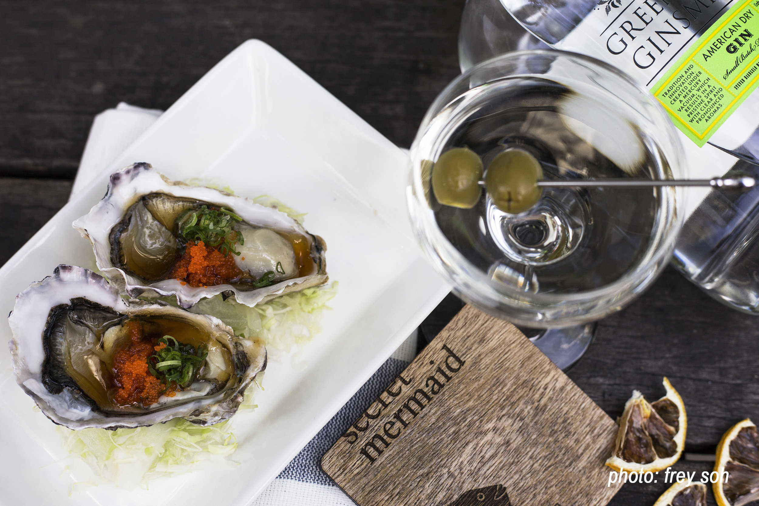 Oysters&ginmartini.jpg