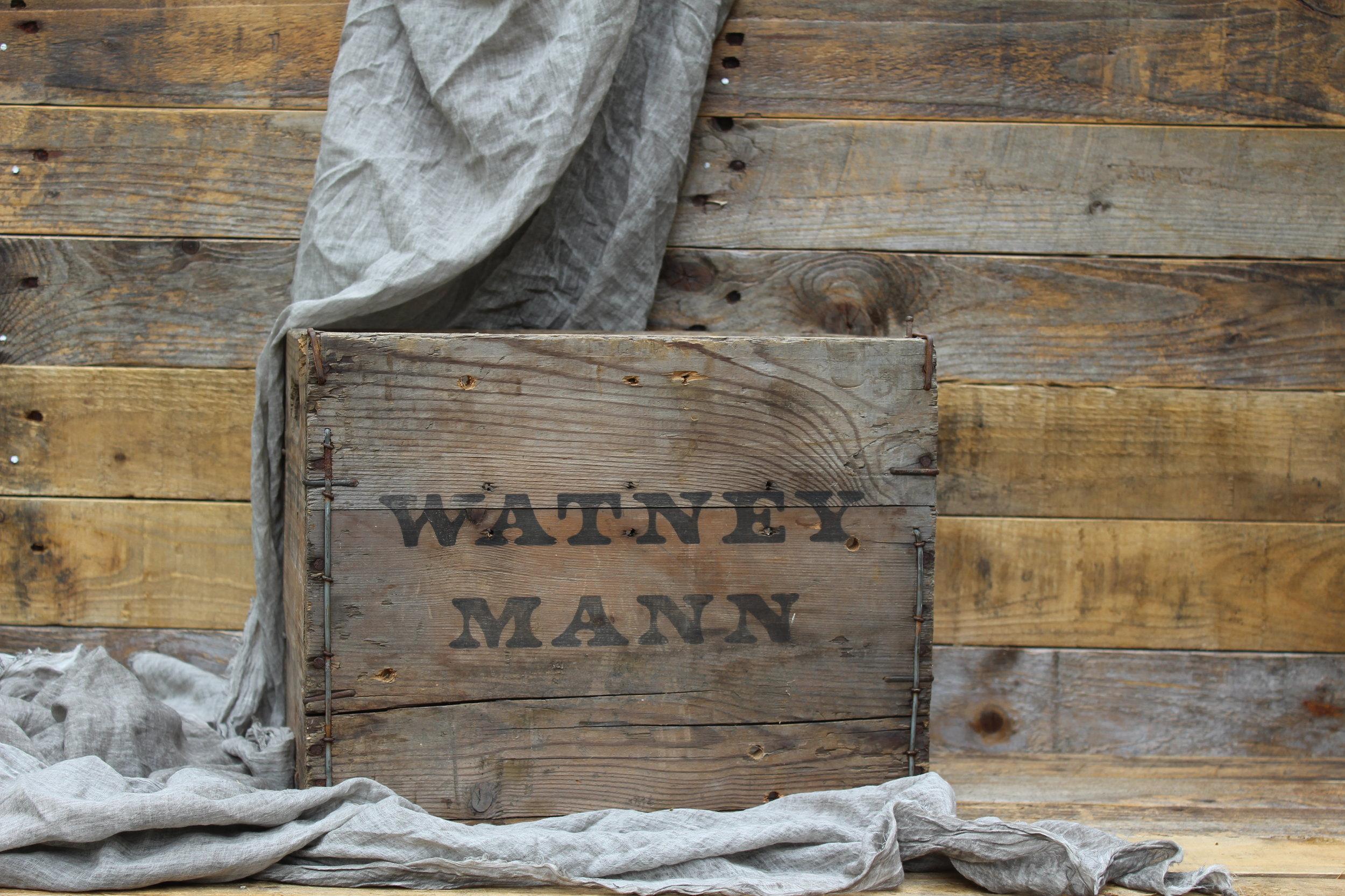 - Watney Mann crate 37cm x 30cmx3 £5 each