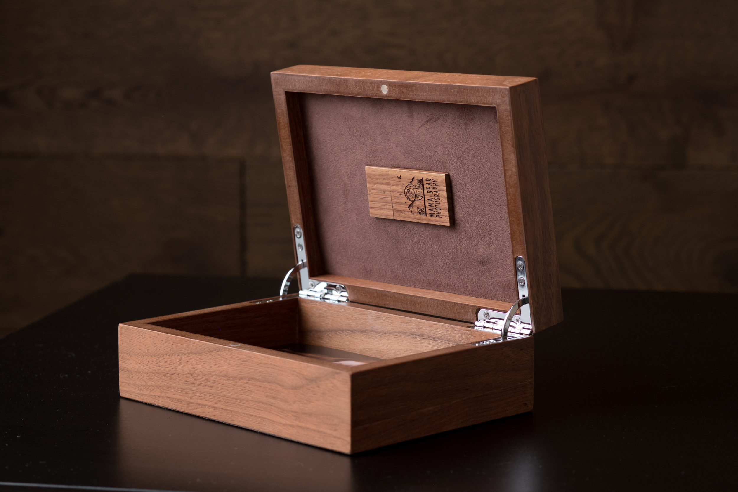 Newborn-Photography-Lincoln-Wooden-Keepsake-Box-For-Prints-005.jpg