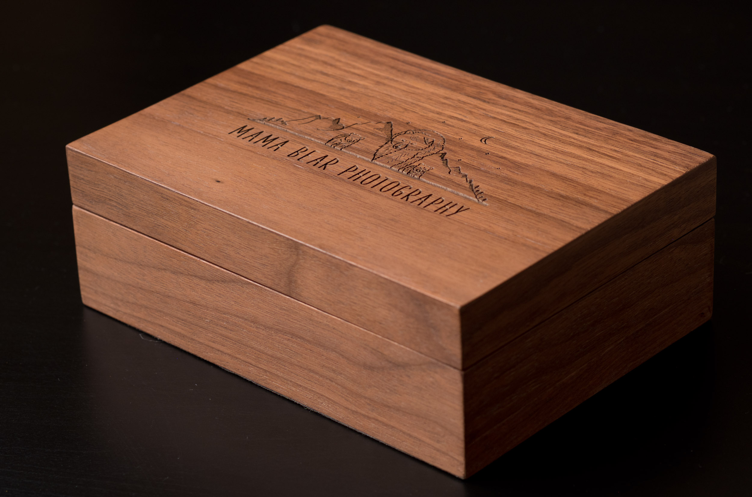 Newborn-Photography-Lincoln-Wooden-Keepsake-Box-For-Prints-006.jpg