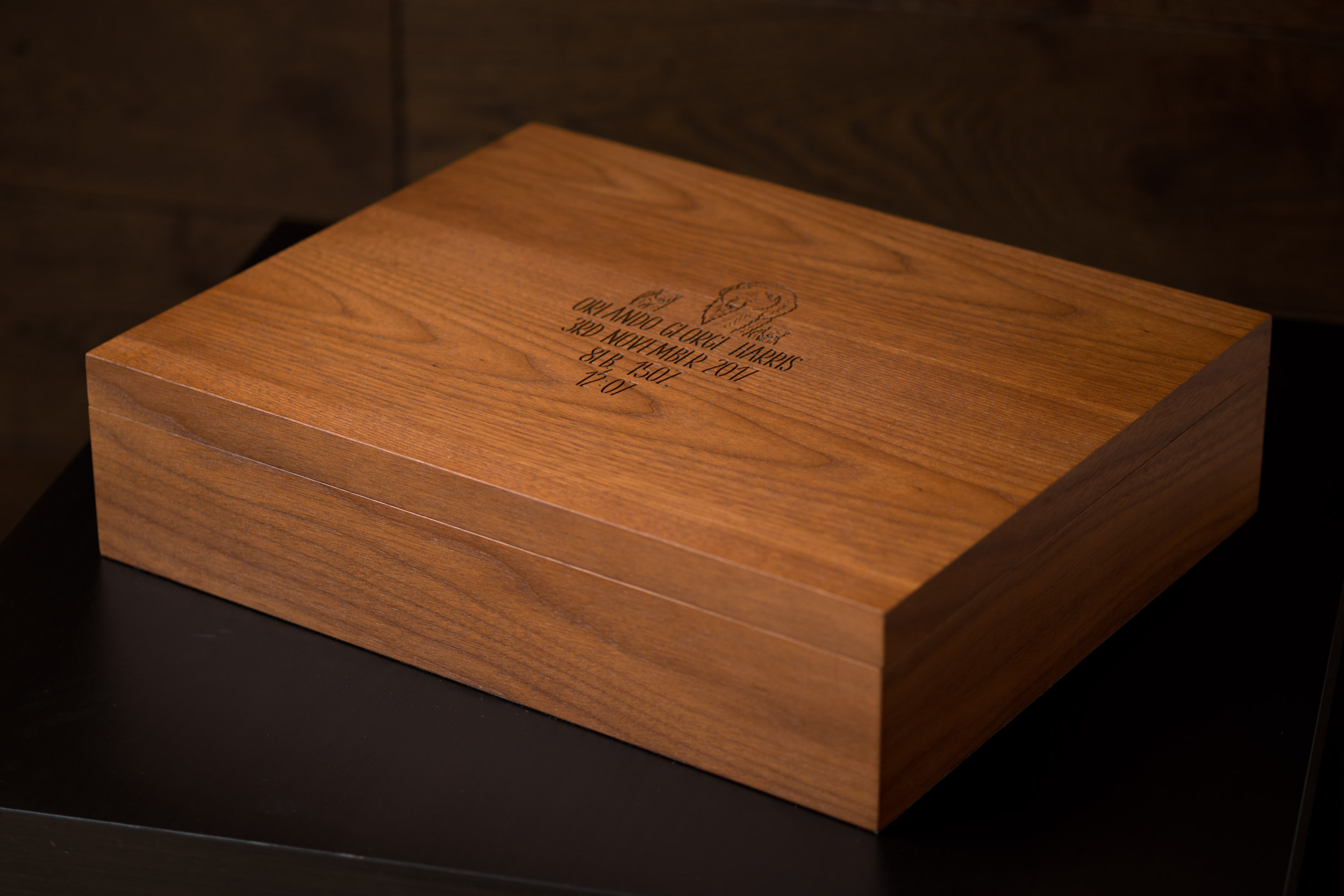Newborn-Photography-Lincoln-Mounted-images-in-keepsake-hinged-wooden-box-001.jpg