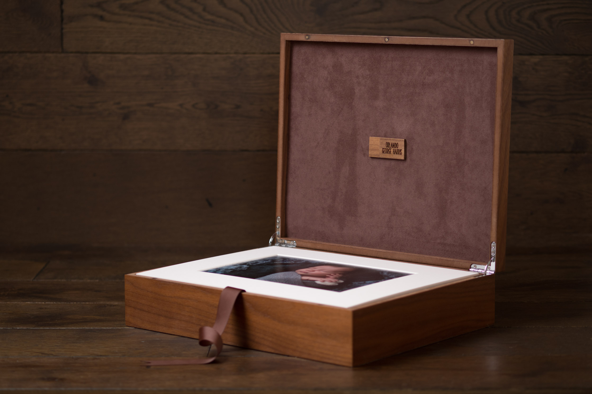 Newborn-Photography-Lincoln-Mounted-images-in-keepsake-hinged-wooden-box-007.jpg