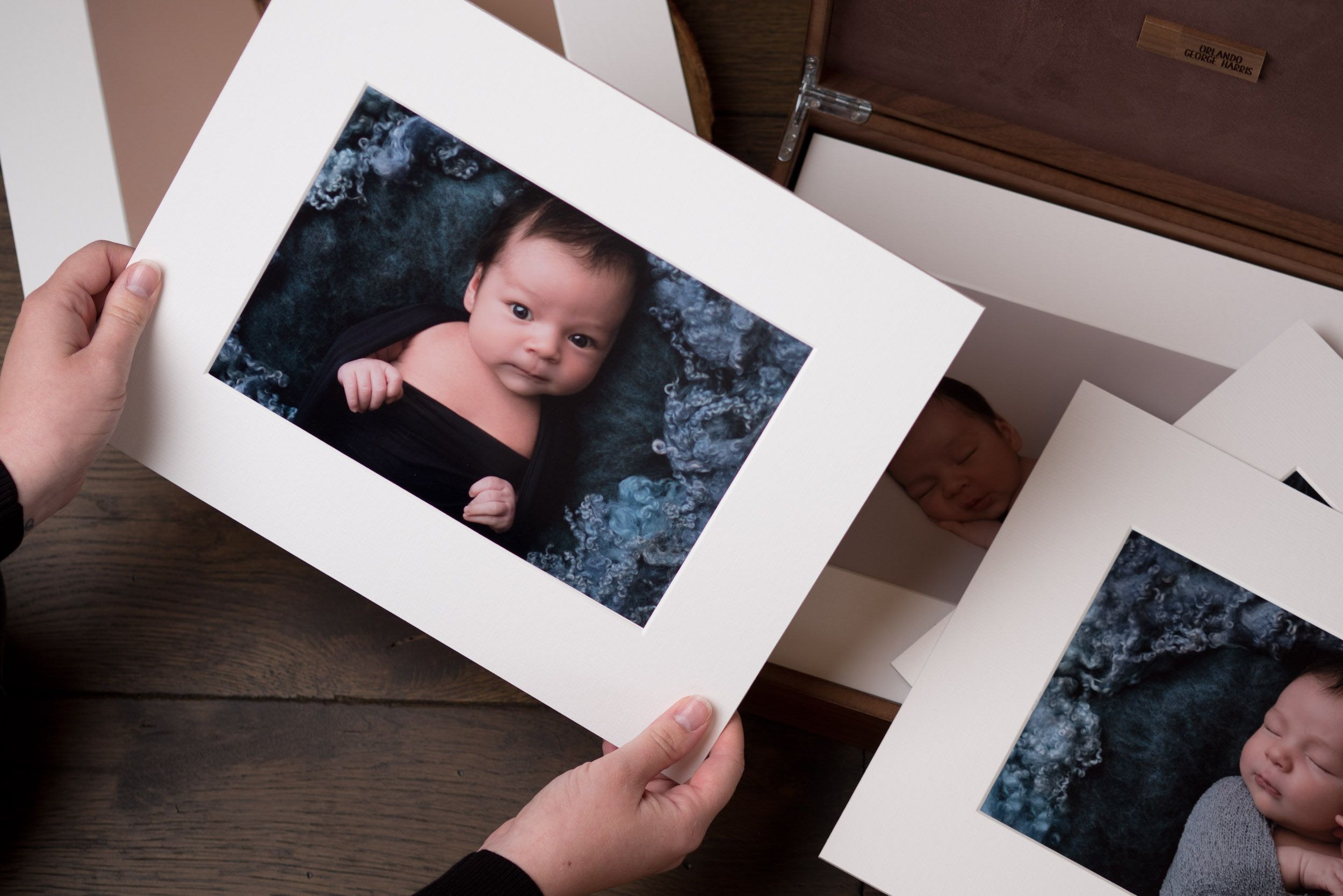 Newborn-Photography-Lincoln-Mounted-images-in-keepsake-hinged-wooden-box-008.jpg