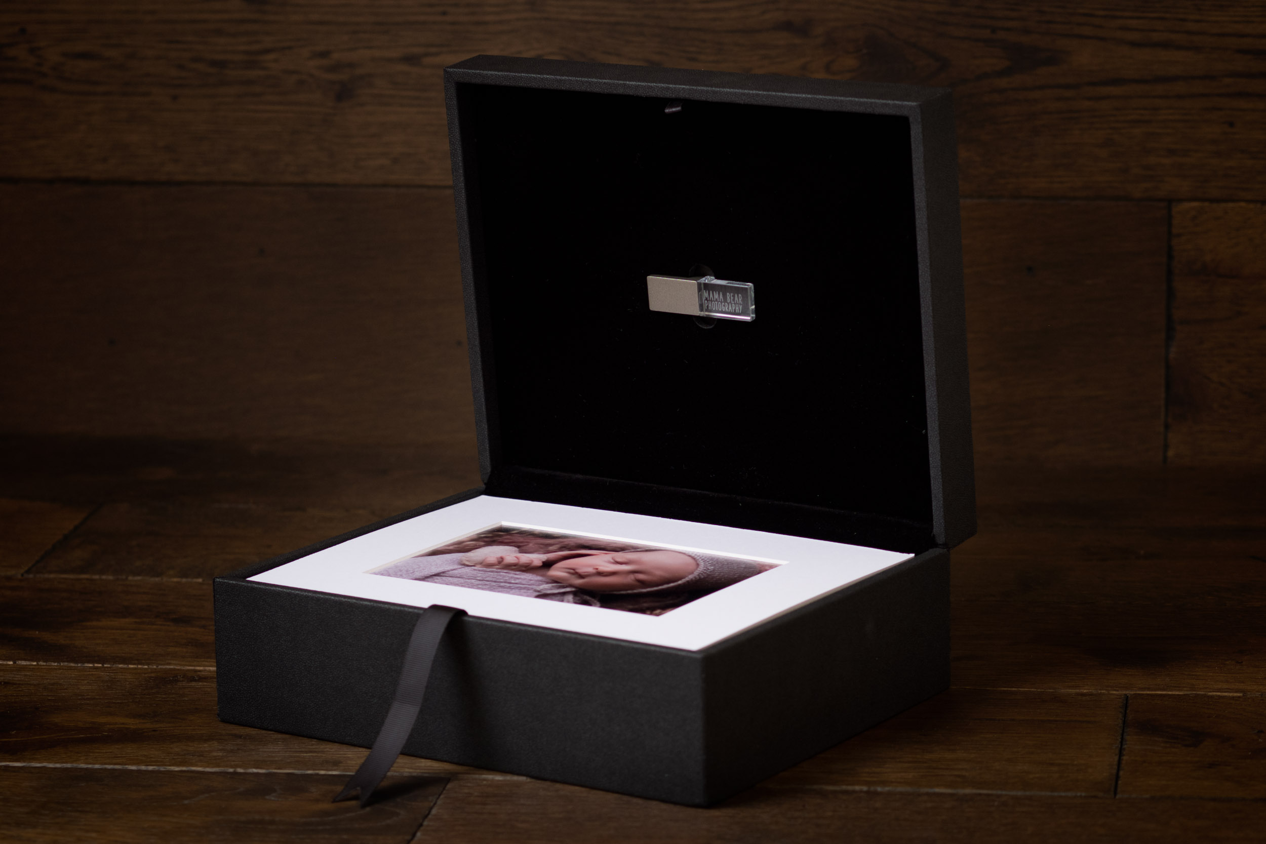 Newborn-Photography-Lincoln-Mounted-images-in-a-luxury-box-with-display-frame-003.jpg